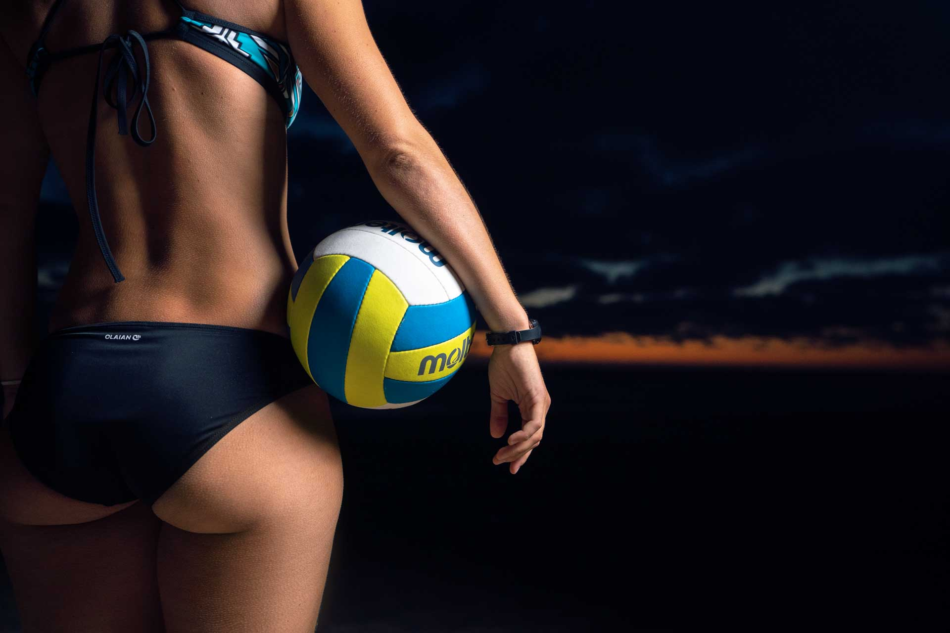 Sportfotos vom Beachvolleyball am Stand in Frankreich